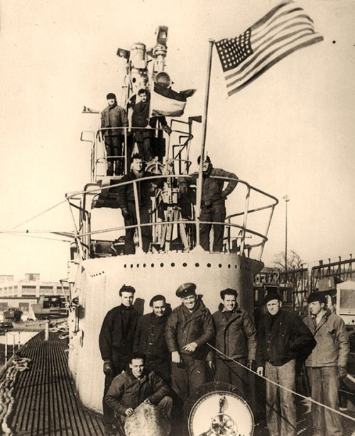 USS Sailfish (SS-192)Crewmembers pose by the after end of the conning tower, while Sailfish was at Naval Submarine Base, New London, Groton, Connecticut, in 1945. Her Presidential Unit Citation flag is flying behind the periscope sheers, in upper center. Original photo is dated September 1945. Official U.S. Navy Photograph, now in the collections of the National Archives.