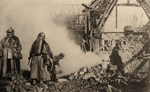 Getting the enemy out of the trenches with flame-throwers, Cantigny