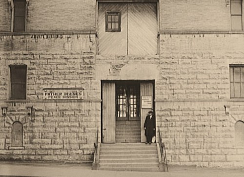 """New York. Entrance to one of Father Divine's """"Heavens"""" on the East Side"""