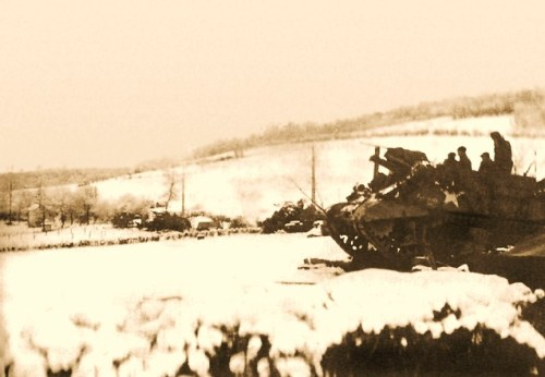 105-MM. HOWITZER M7 OF THE 30TH DIVISION IN ACTION near la Gleize