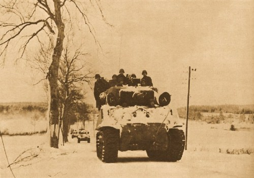 ELEMENTS OF THE 3D ARMORED DIVISION ADVANCING NEAR MANHAY